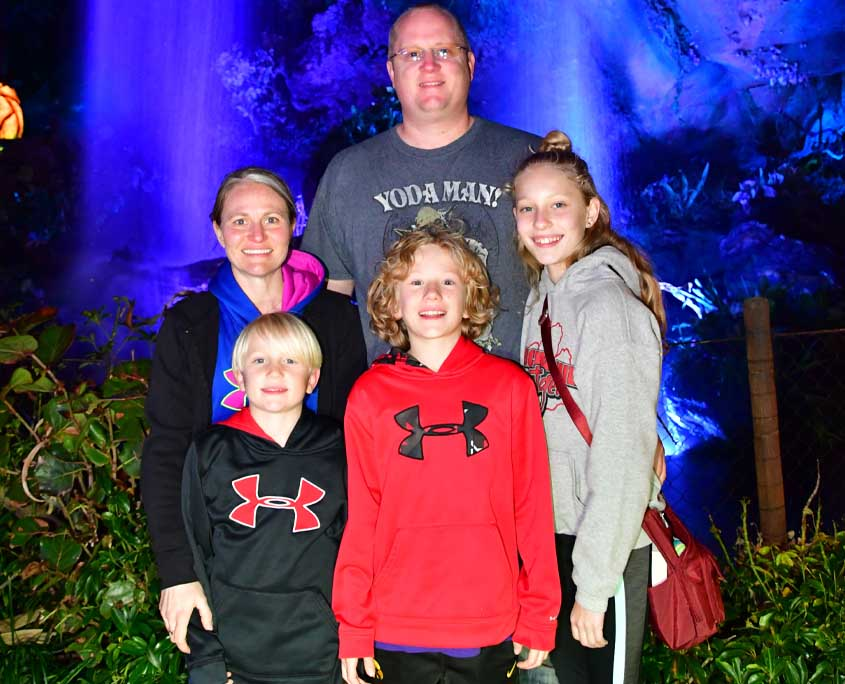 dr carrie kearns optometrist servicing cedar falls waterloo and independence with her husband and three children